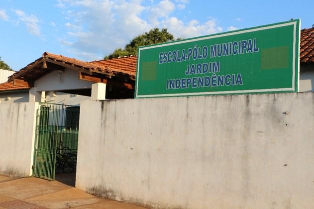 Frente da escola municipal do bairro Jardim Independência
