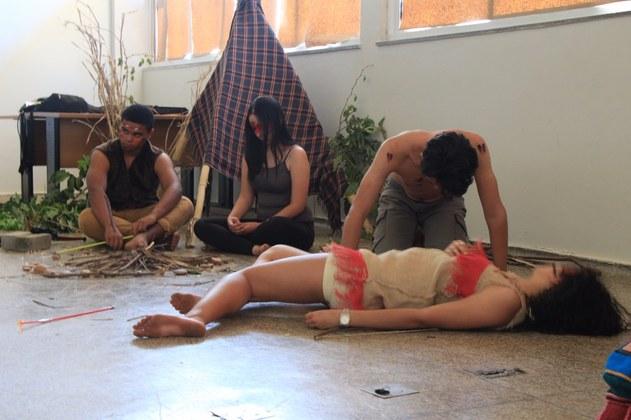 Estudantes interpretaram cenas de filmes e obras sobre a Cultura Indígena