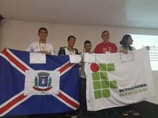 Estudantes aproveitaram evento para divulgar software criado no Campus Ponta Porã para lançamento de foguetes de garrafas PET.