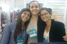 Juliana (à esquerda) se destacou com premiações de seus trabalhos em feiras e congressos